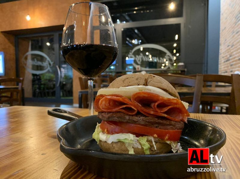 Lanciano. 'Wineburger in love', quando l'hamburger incontra il vino